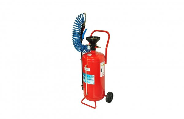 Pressure sprayers and foaming